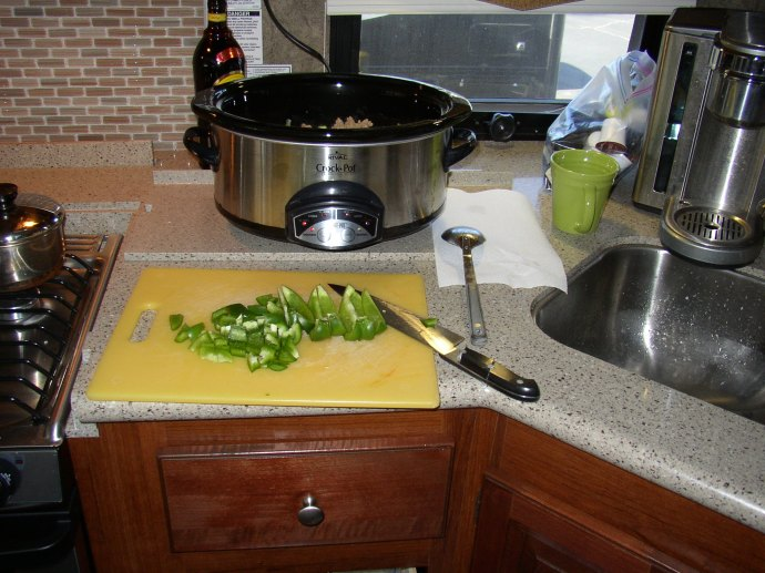 Cutting the green peppers.